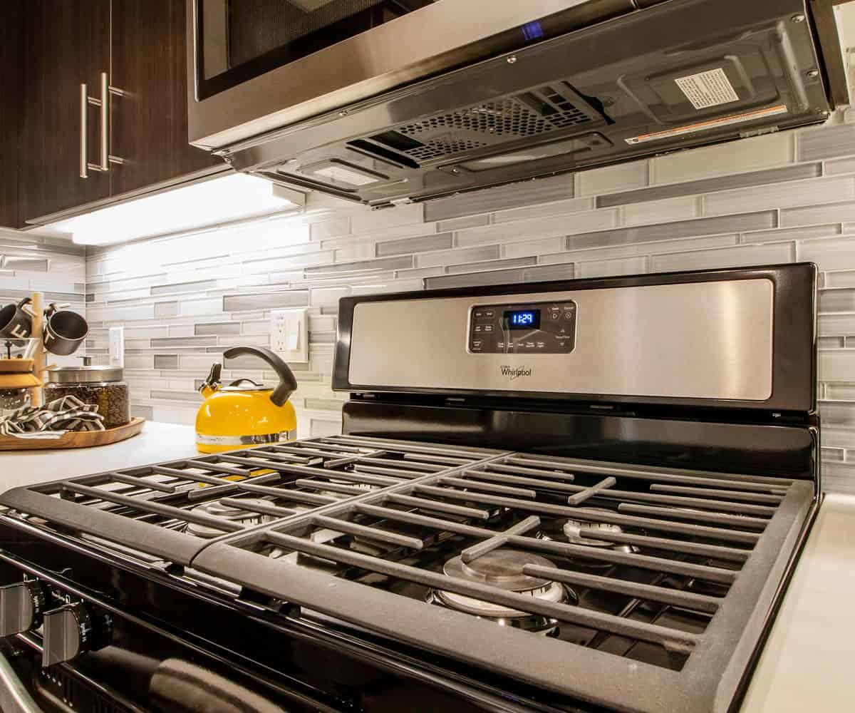 MODA Monrovia Apartments Kitchen